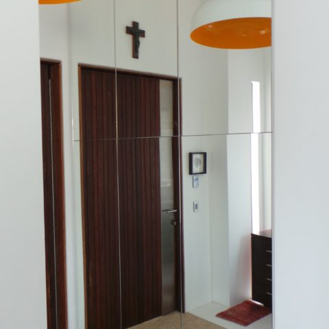 Mirror fronted entry cabinet with lamiante internals